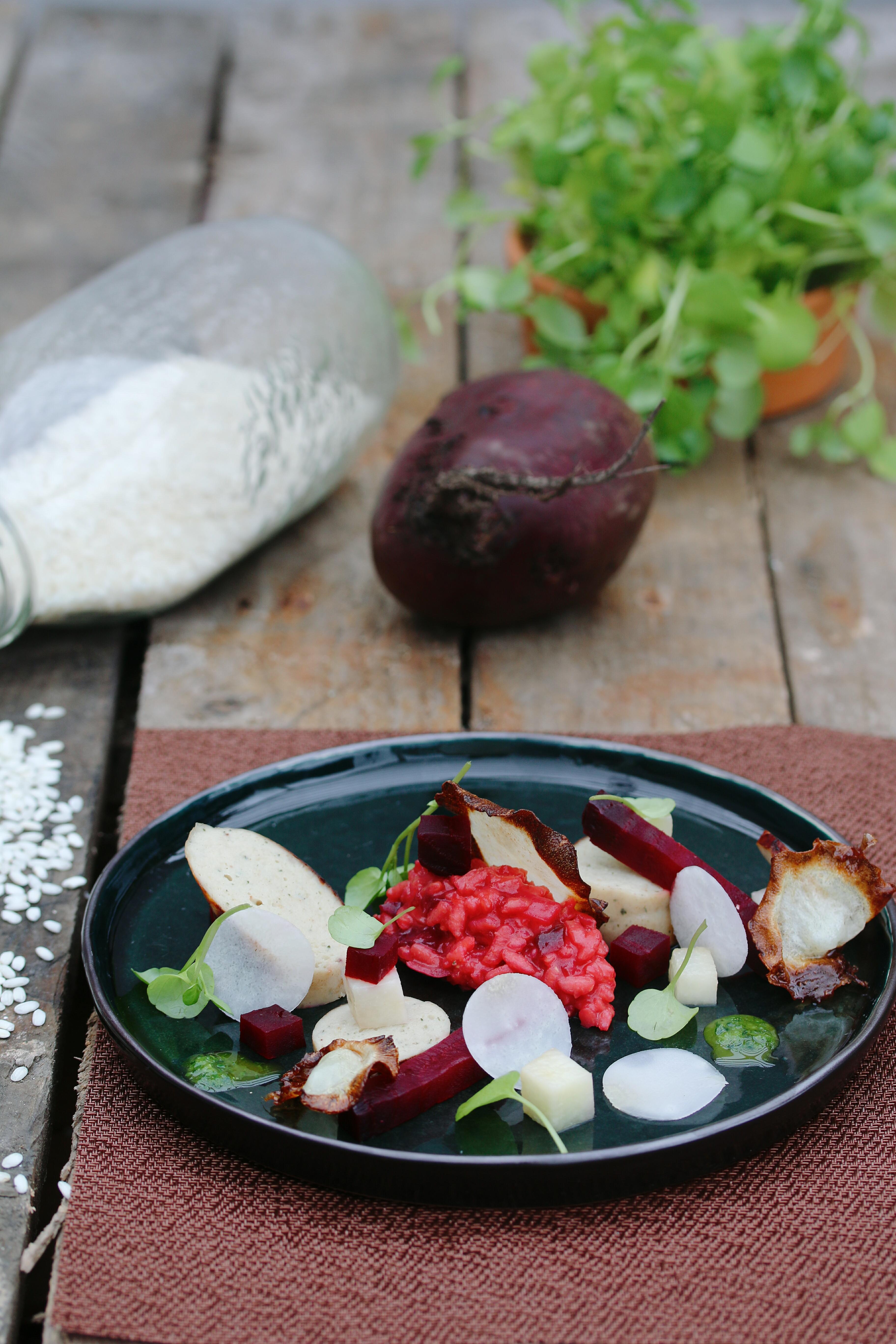 Rode biet met koolrabi, waterkers en witte worst