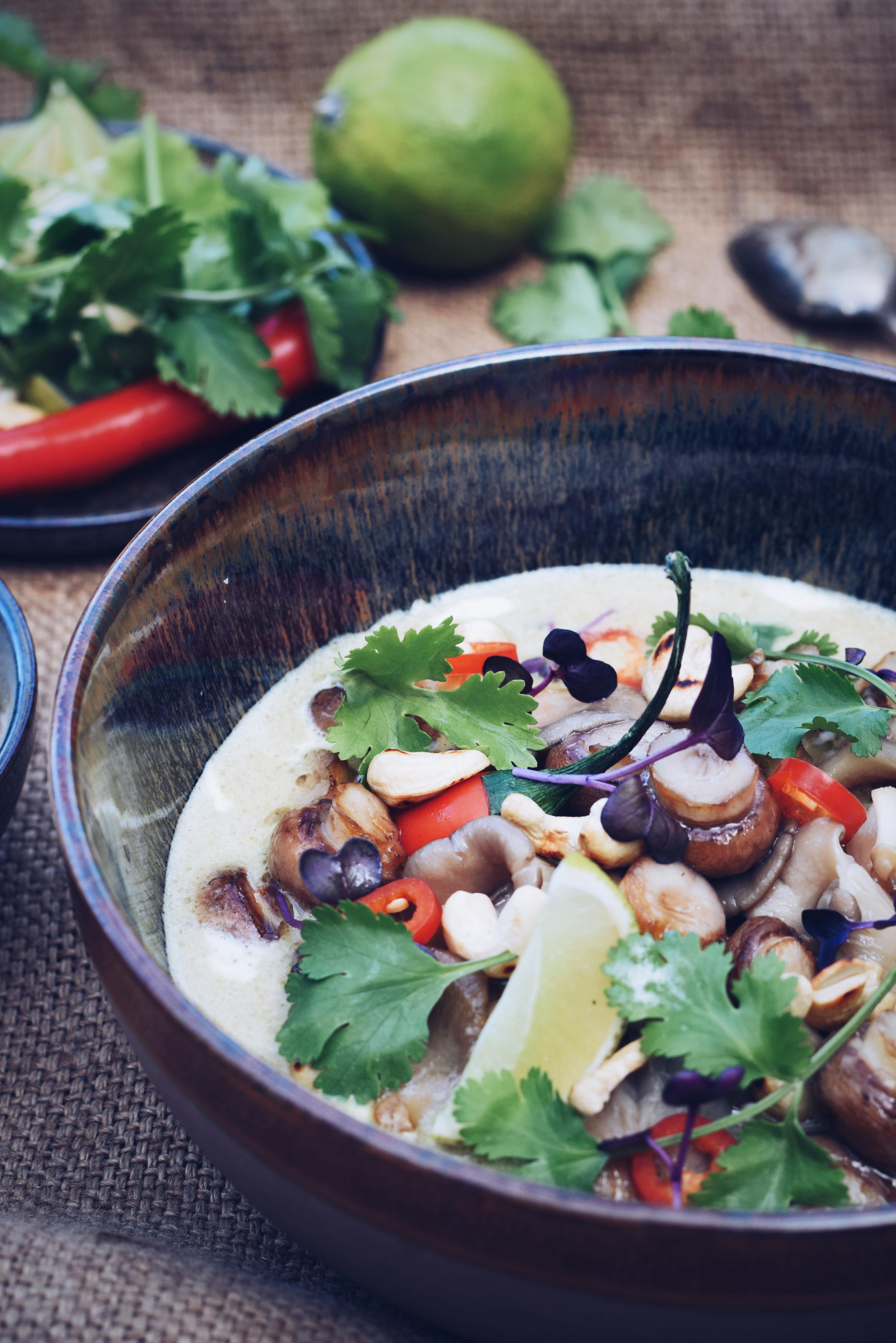 groene Thaise curry met bospaddenstoelen