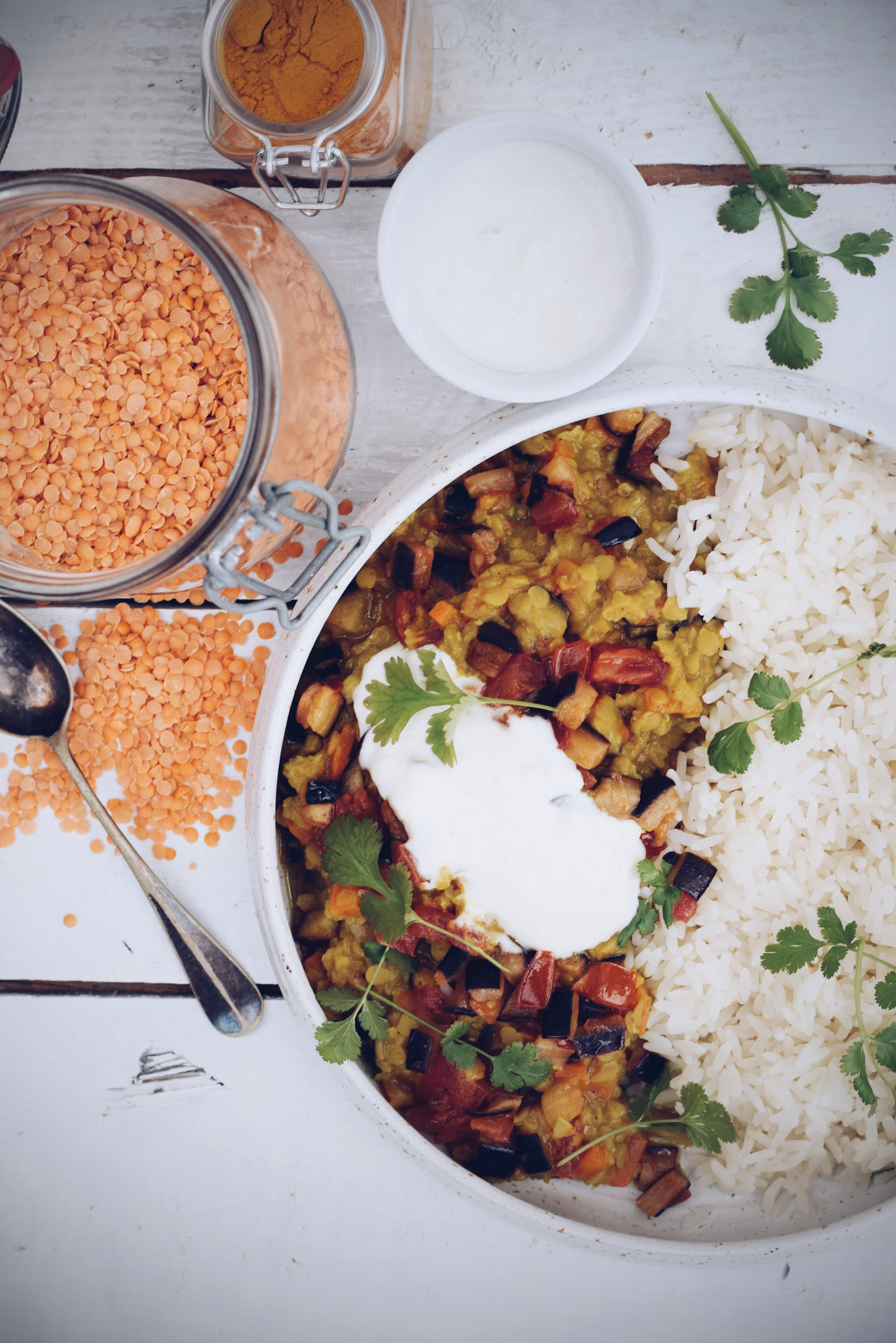 encurry met rijst en yoghurt