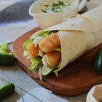 Wrap met fishticks, komkommer,sla, ui en gezonde yoghurt dressing