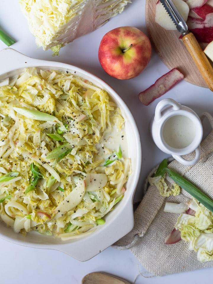 Savooi met appel en lente-ui