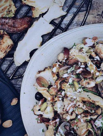 Bloemkoolsalade met druiven, spek, pistache noten en zure room dressing