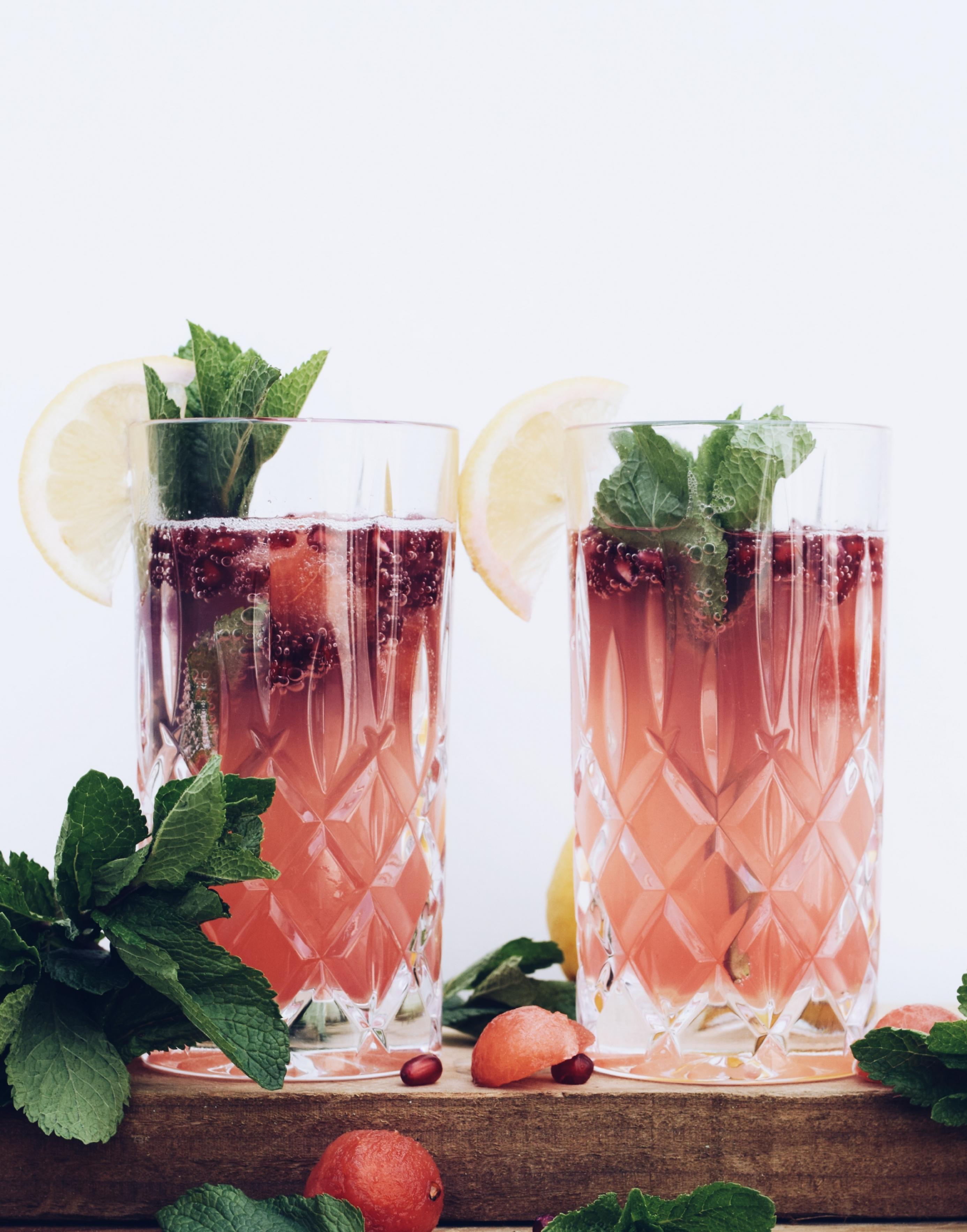 Mocktail met granaatappel en munt