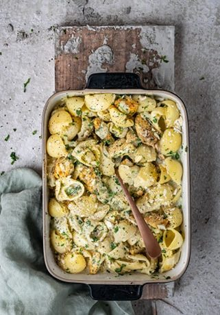 Kalkoen met pasta, prei en kaassaus